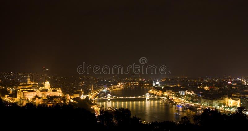 Panorama di notte di Budapest fotografia stock libera da diritti