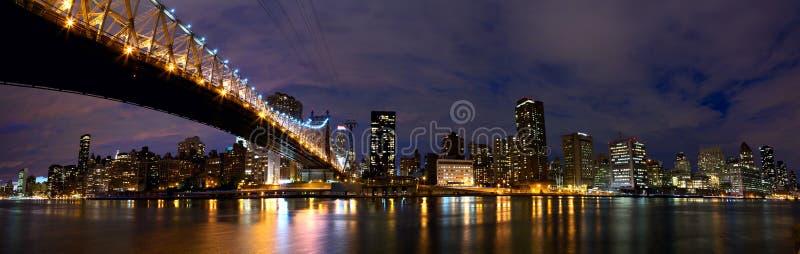Panorama di notte di New York fotografie stock