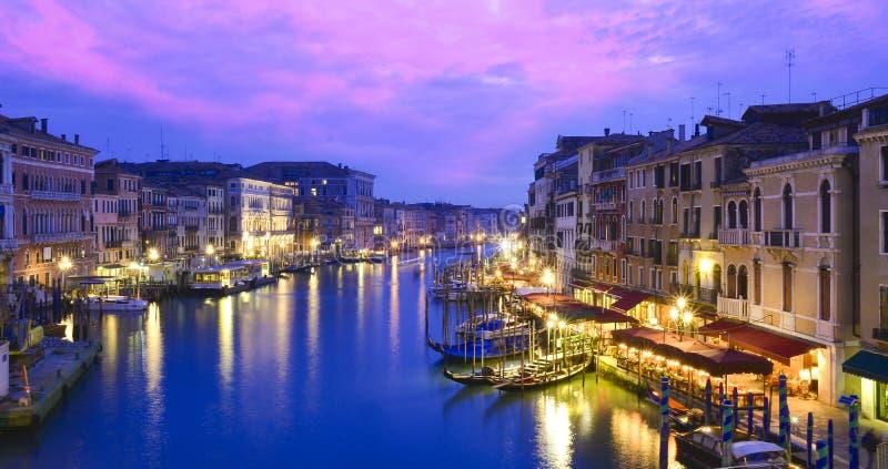 Panorama di notte sopra Venezia fotografia stock libera da diritti