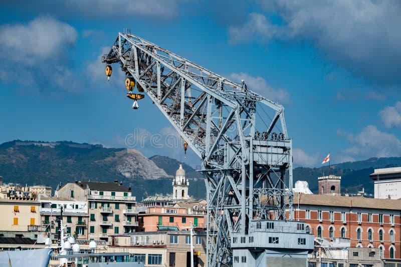 Panorama di paesaggio urbano della città di Genova dal porto del mare fotografie stock