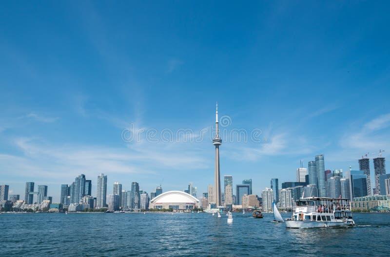 Panorama di paesaggio urbano di Toronto dal lago Ontario immagini stock libere da diritti