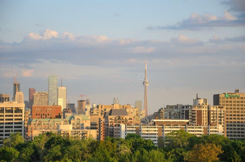 Panorama di paesaggio urbano di Toronto in primavera fotografie stock
