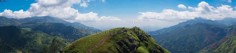 Panorama di piccola montagna del picco del ` s di Adam nello Sri Lanka fotografia stock libera da diritti