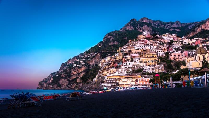 Panorama di Positano, costa di Amalfi in Italia all'aumento del sole Positano Italia fotografia stock libera da diritti