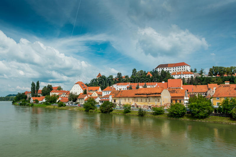 Panorama di Ptuj slovenia fotografia stock libera da diritti