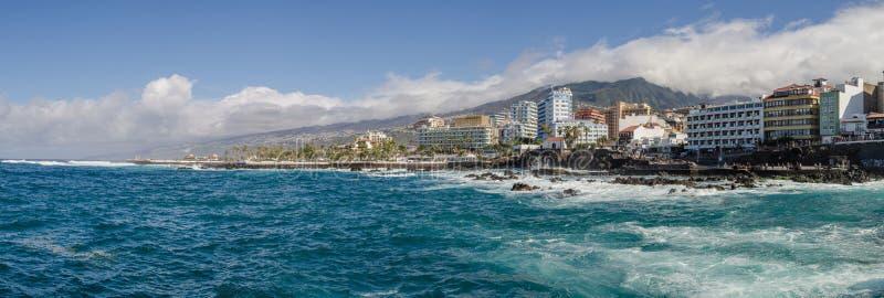 Panorama di Puerto de la Cruz immagini stock libere da diritti
