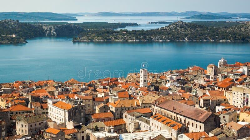 Panorama di Sibenik dalla fortezza di Barone fotografia stock libera da diritti