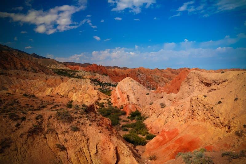 Panorama di Skazka, alias Fairytale canyon, Issyk-Kul, Kirghizistan fotografie stock libere da diritti