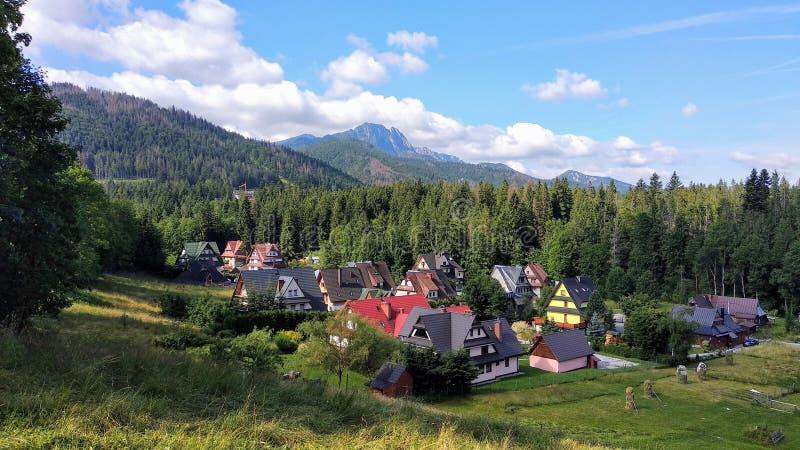 Panorama di stazione turistica di Zakopane, Polonia, alto Tatras, vista della montagna di Giewont immagine stock libera da diritti