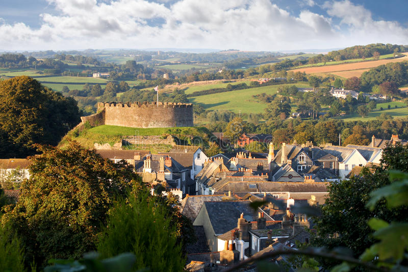 Panorama di Totnes con il castello, Devon, Inghilterra fotografia stock libera da diritti
