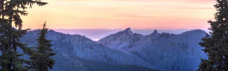 Panorama di tramonto del nord dall'uragano Ridge fotografia stock libera da diritti