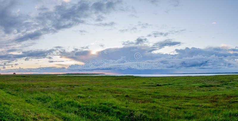 Panorama di tramonto di sera immagine stock