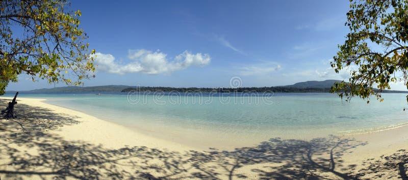 Panorama di una spiaggia tropicale fotografie stock