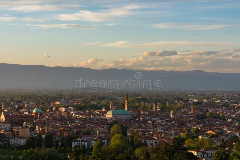Panorama di Vicenza al tramonto fotografia stock