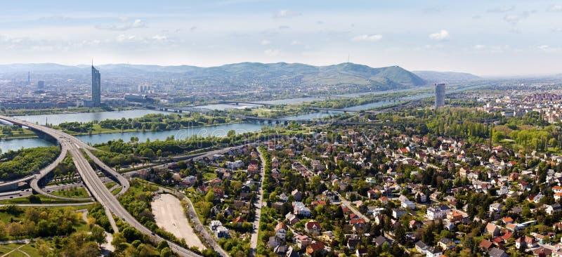 Panorama di Vienna con il fiume di Danubio & l'isola (Don immagini stock