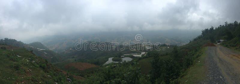 Panorama distante fora da opinião da paisagem do campo de almofada do terraço fotos de stock royalty free