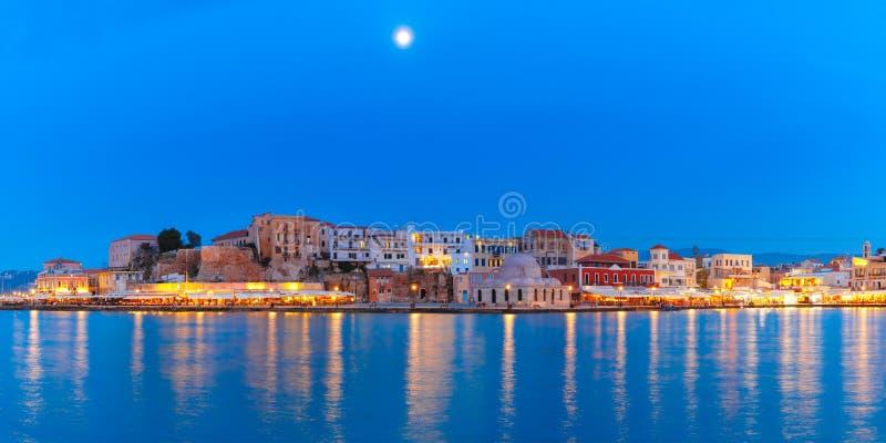 Panorama do cais Venetian da noite, Chania, Creta fotos de stock