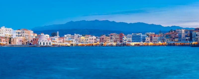Panorama do cais Venetian da noite, Chania, Creta foto de stock royalty free