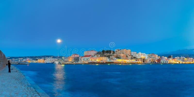 Panorama do cais Venetian da noite, Chania, Creta fotografia de stock royalty free
