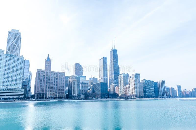 Panorama do centro de Chicago pelo lago fotografia de stock royalty free