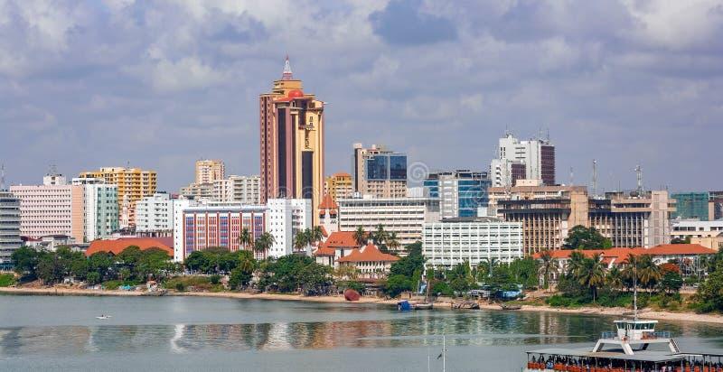 Panorama do centro de cidade de Dar es Salaam fotografia de stock
