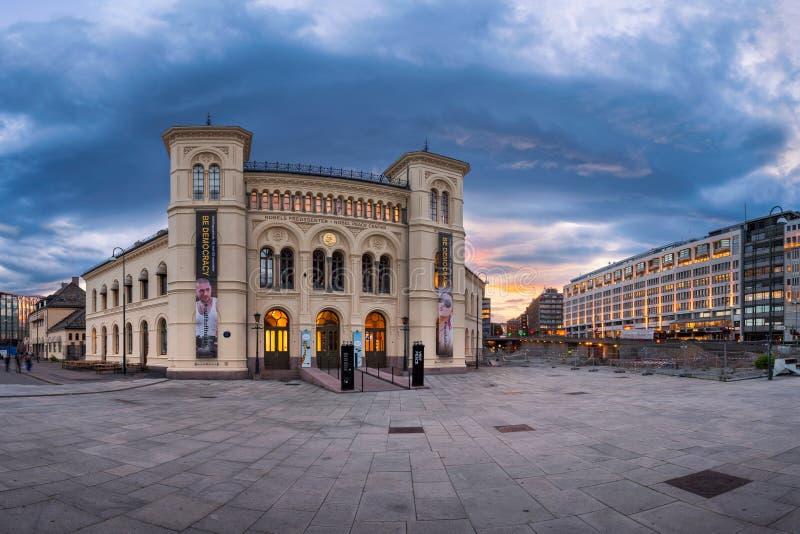 Panorama do centro na noite, Oslo da paz de Nobel, Noruega fotos de stock royalty free