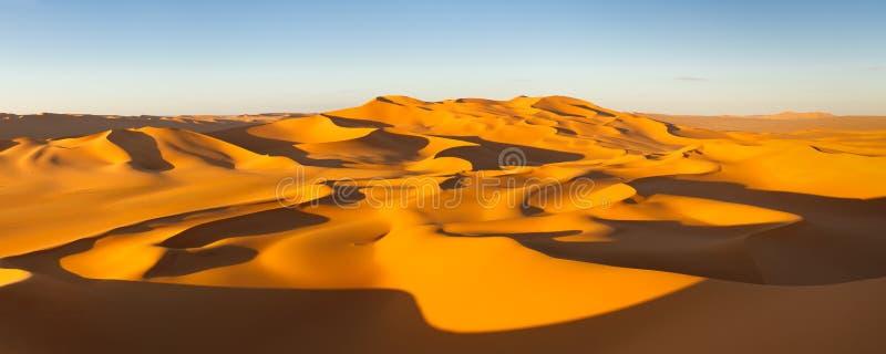 Panorama do deserto - dunas de areia - Sahara, Líbia fotos de stock