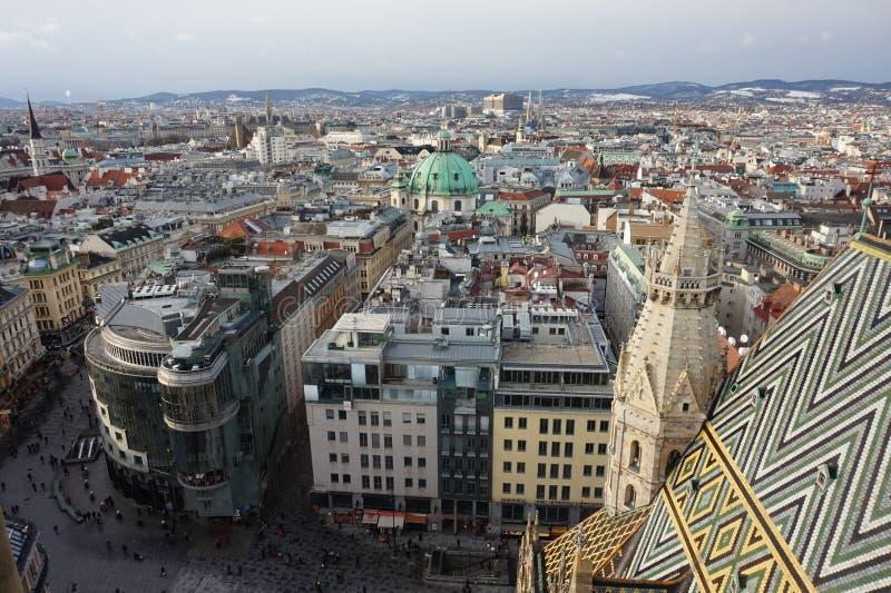 Panorama do inverno Viena da torre da catedral do St Stephen's Áustria fotos de stock
