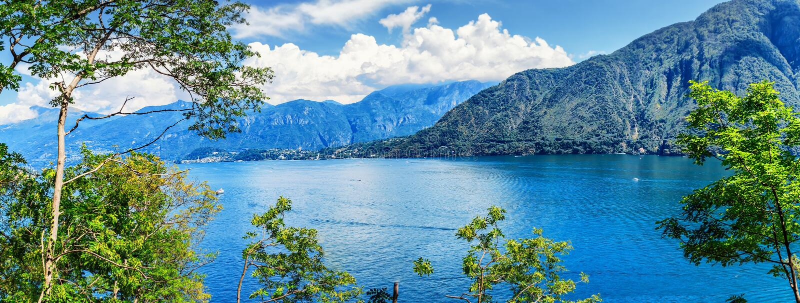 Panorama do lago Como, Lombardy, Itália imagem de stock