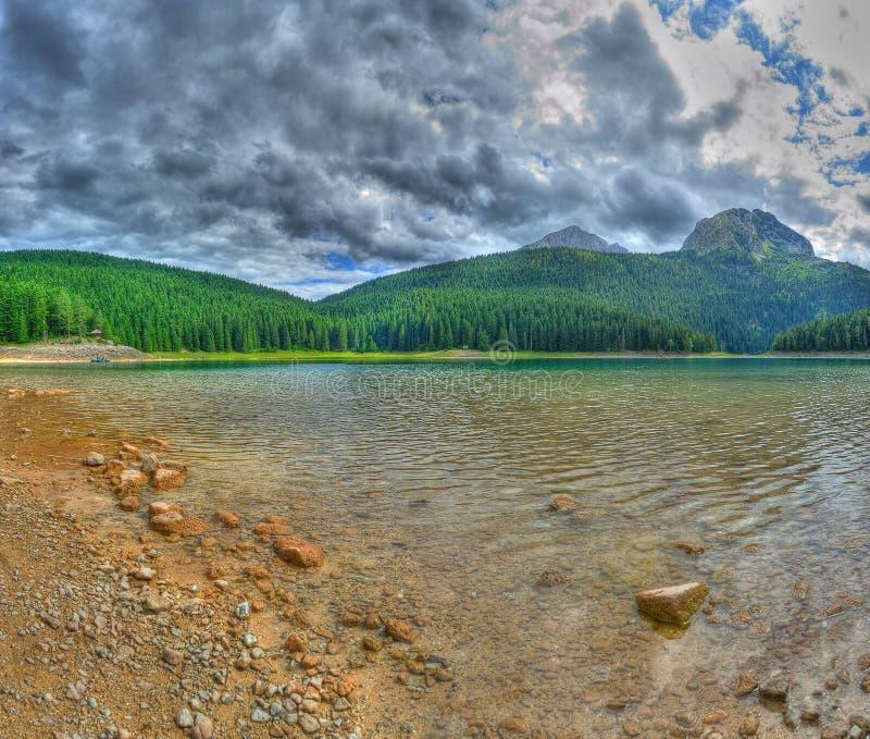 Panorama do lago preto glacial em Durmitor imagens de stock
