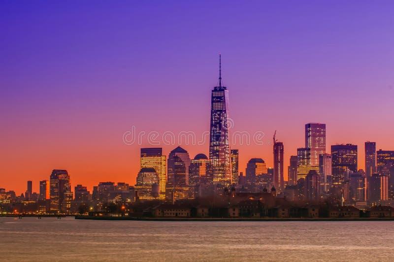 Panorama do Midtown de New York City Manhattan no crepúsculo com arranha-céus imagens de stock royalty free