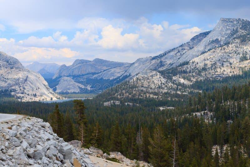 Panorama do parque nacional de Yosemite imagens de stock royalty free