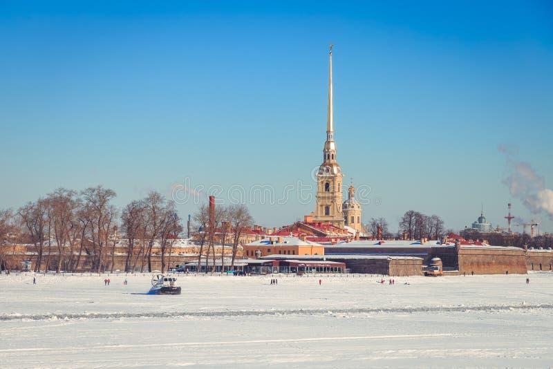Panorama do Peter e do Paul Fortress em St Petersburg imagem de stock
