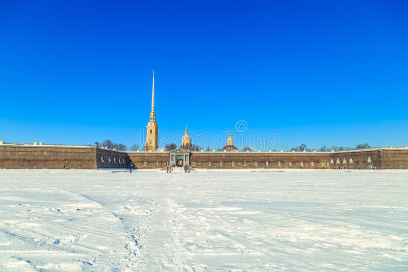Panorama do Peter e do Paul Fortress em St Petersburg foto de stock royalty free