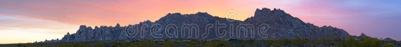 Panorama do por do sol da montanha do granito imagem de stock