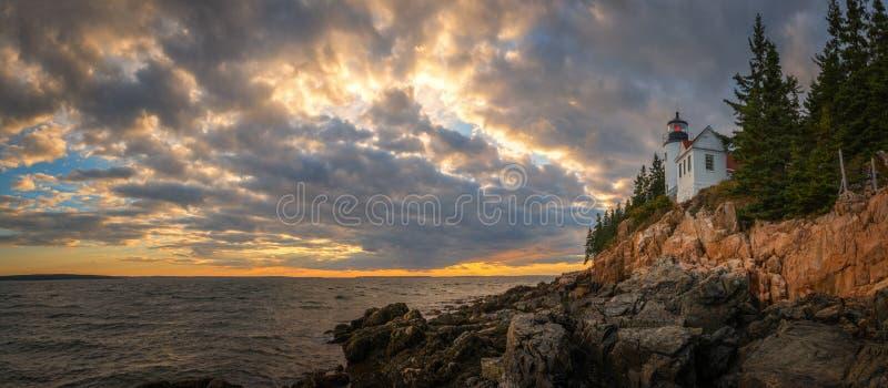 Panorama do por do sol de Bass Harbor Lighthouse imagem de stock