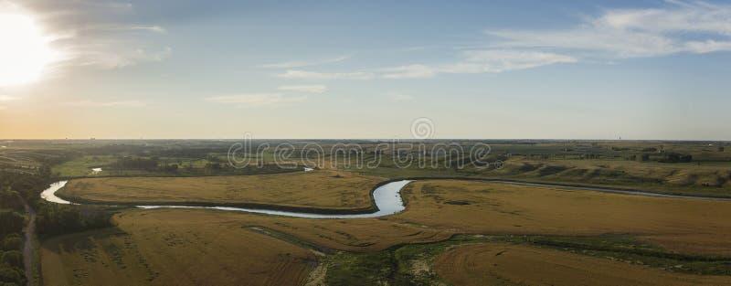 Panorama do por do sol de Midwest River Valley foto de stock