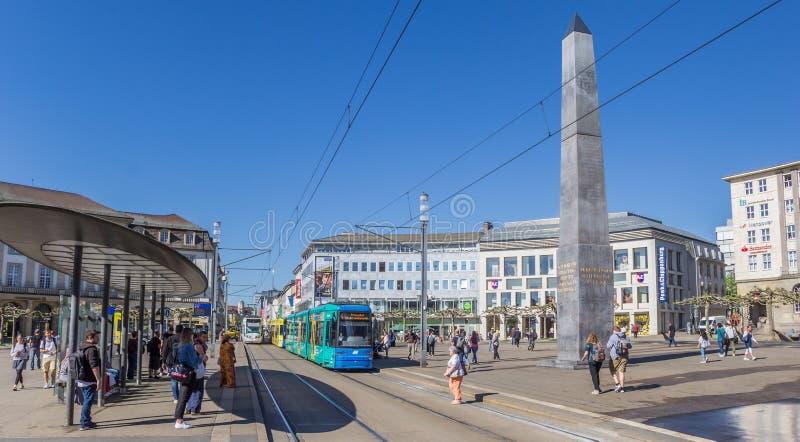 Panorama do quadrado de Konigsplatz no centro de Kassel foto de stock