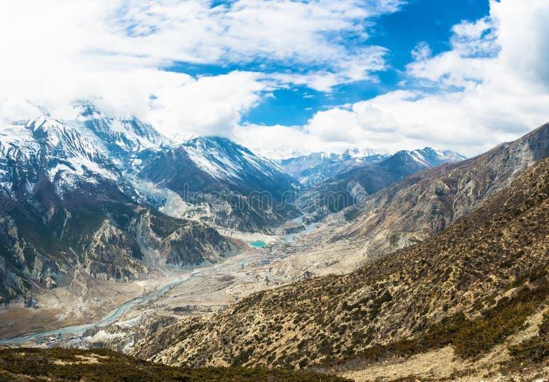 Panorama do rio Bagmati da montanha perto da vila de Manan foto de stock royalty free