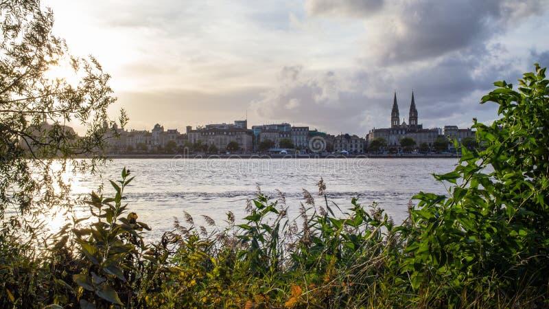 Panorama do rio do Bordéus e do Garona fotografia de stock royalty free