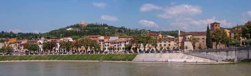 Panorama do rio de Adige que negligencia o santuário de Madonna de Lourdes Verona, Italy O santuário é encontrado imagens de stock royalty free