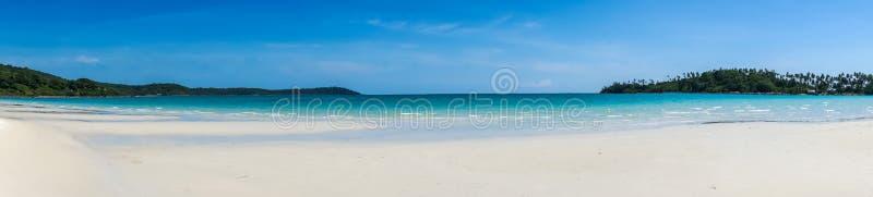 Panorama do Sandy Beach tropical de Koh Kood, mar de Tailândia fotografia de stock royalty free