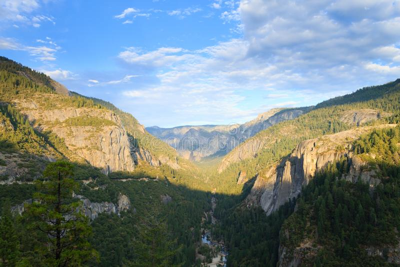 Panorama do vale de Yosemite imagens de stock royalty free