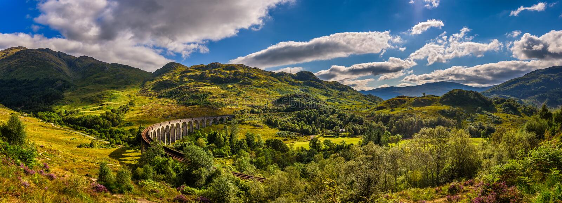 Panorama do viaduto Railway de Glenfinnan em Escócia fotos de stock royalty free