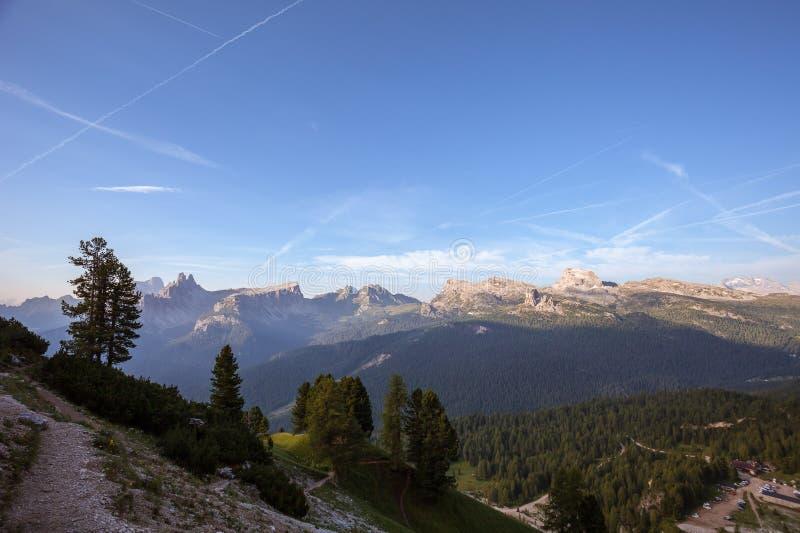 Panorama dolomitique d'été photo stock