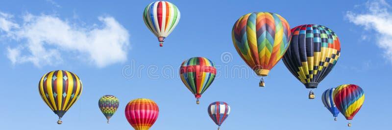 Panorama dos balões de ar quente imagem de stock royalty free