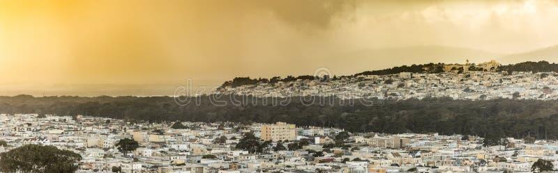 Panorama dos distritos do por do sol de San Francisco no por do sol fotografia de stock