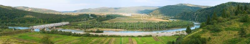 Panorama dos montes da manhã do verão fotografia de stock royalty free