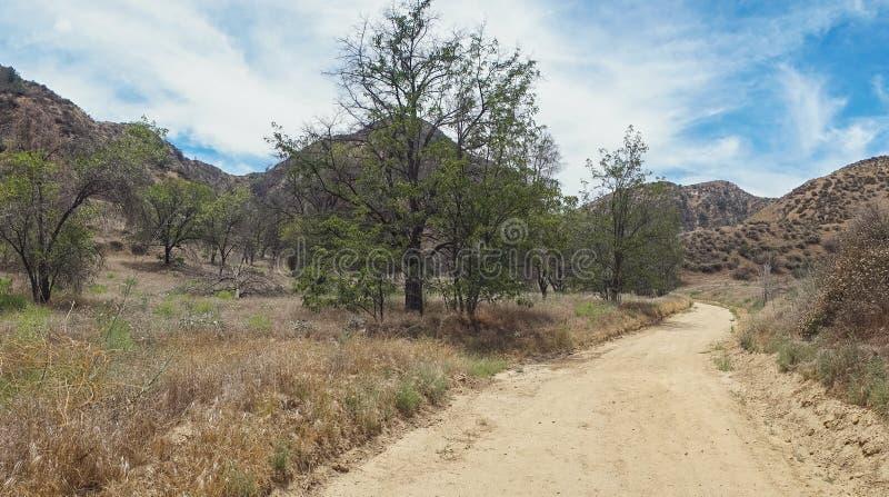 Download Panorama Droga Gruntowa W Kalifornia Obraz Stock - Obraz złożonej z osamotniony, nikt: 57666381