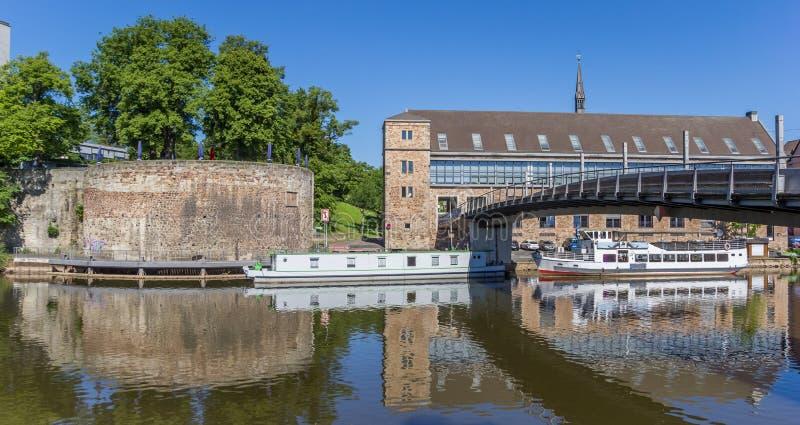 Panorama du bâtiment et des bateaux de Rondell à Kassel photo stock